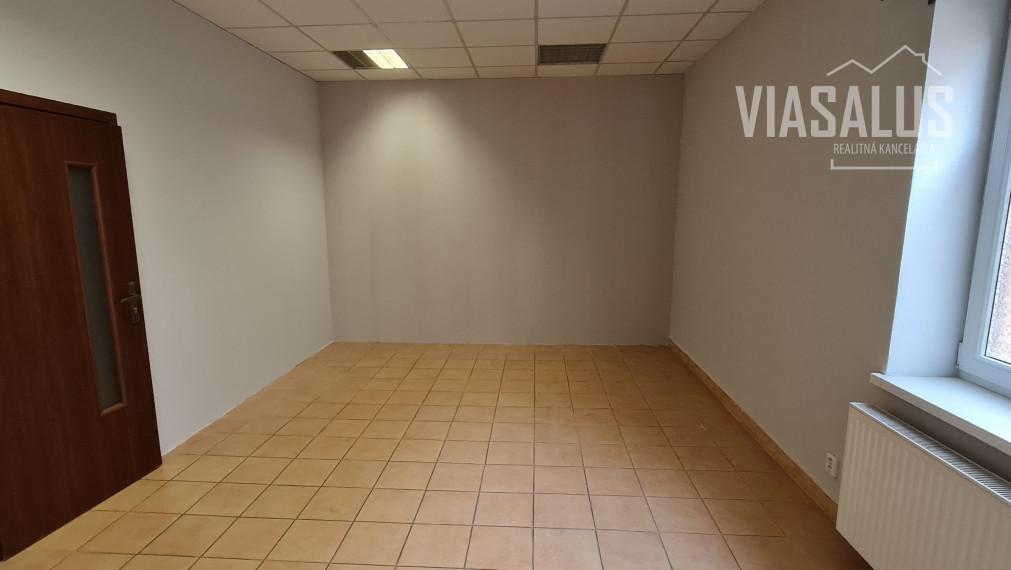 Na prenájom kozmetický/masážny salón/ kancelária v centre PP