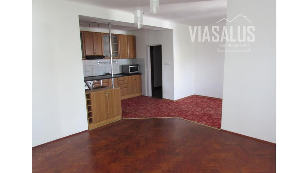 Na predaj 3-izbový byt v centre Popradu
